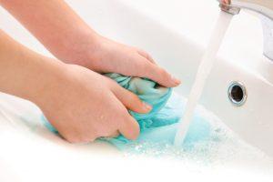 Seide schonend reinigen
