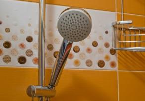 fliesen f r die dusche einsatzm glichkeiten im bad. Black Bedroom Furniture Sets. Home Design Ideas