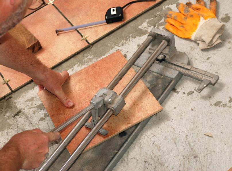 Fußboden Fliesen Ausbessern ~ Wenn fliesen knacken ursachen maßnahmen