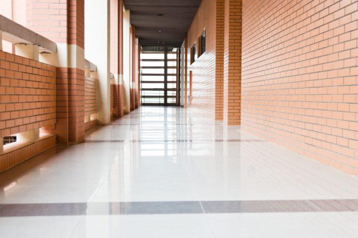 Fliesen oder Laminat » Ein Kosten-Nutzen-Vergleich