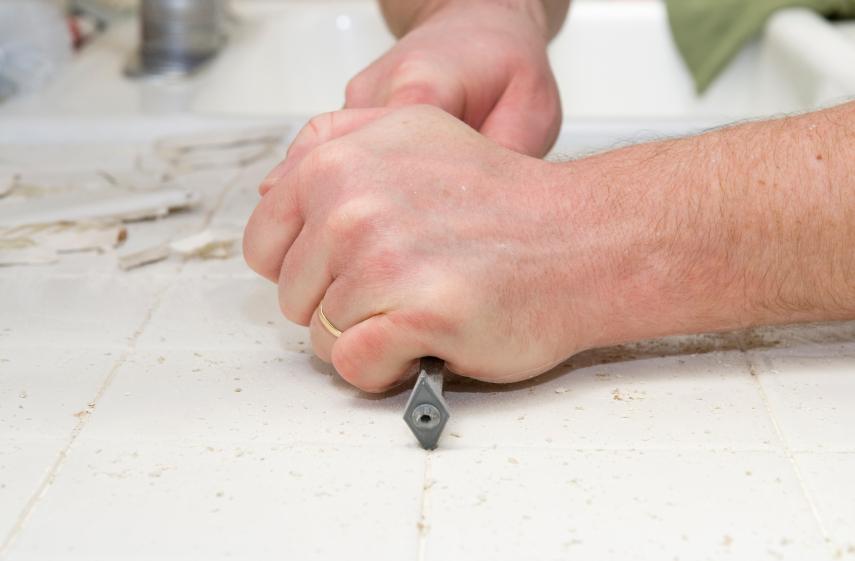 Fußboden Fliesen Fugen Erneuern ~ Fliesenfugen entfernen » dieses werkzeug benötigen sie