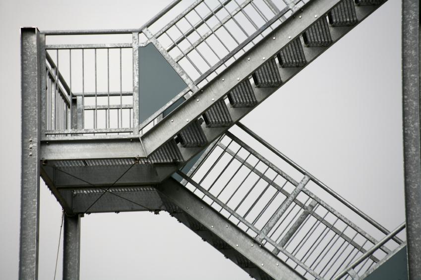 Fluchttreppe » Diese Anforderungen muss sie erfüllen
