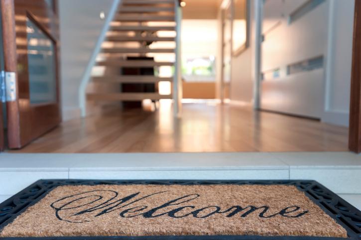flur fliesen oder laminat verlegen. Black Bedroom Furniture Sets. Home Design Ideas