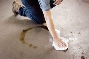 Garagenboden reinigen