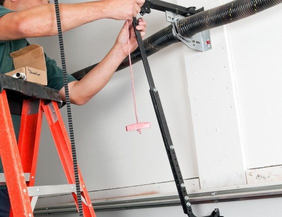 Garagentorantrieb einstellen – darauf müssen Sie achten