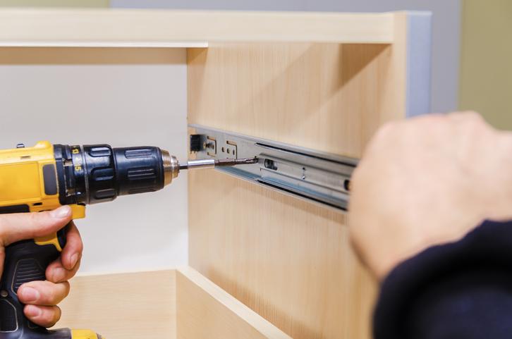 garderobenschrank selber bauen anleitung in 3 schritten. Black Bedroom Furniture Sets. Home Design Ideas
