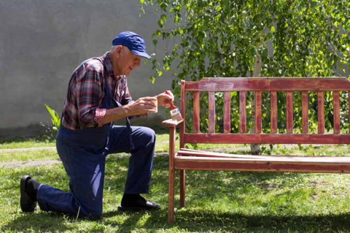 Gartenbank lackieren