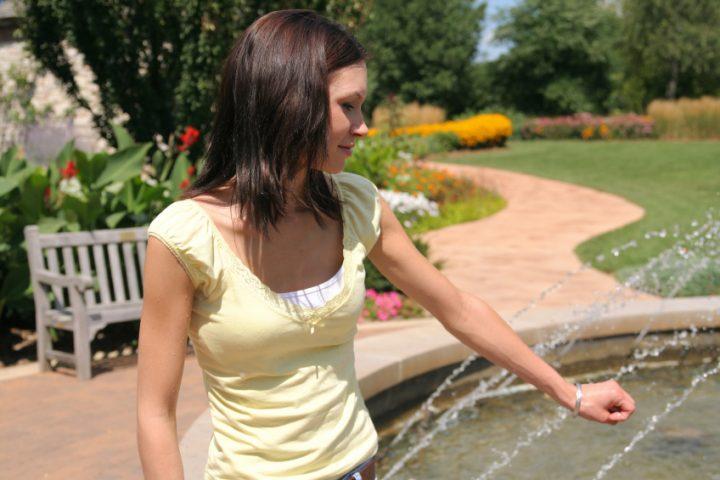 Gartenbrunnen reinigen