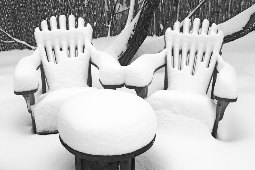 Gartenmöbel überwintern » So schützen Sie sie vor Kälte