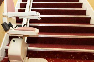 Geltende Normen für Treppenlifte