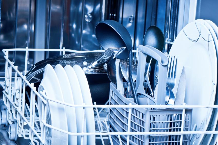 Geschirr aus Spülmaschine stinkt