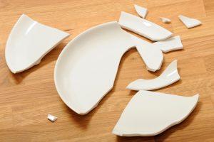 Geschirr wegwerfen