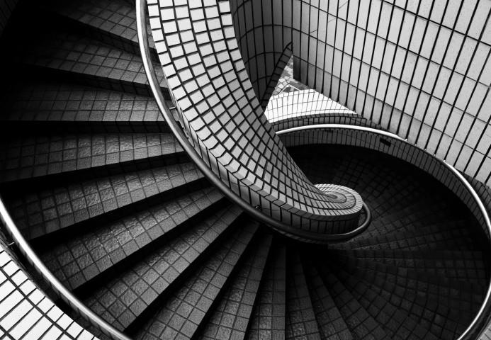 Treppenfliesen  Gewendelte Treppe fliesen » Das sollten Sie bedenken