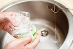 Gläser abwaschen