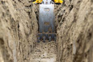 Graben ausheben mit Bagger