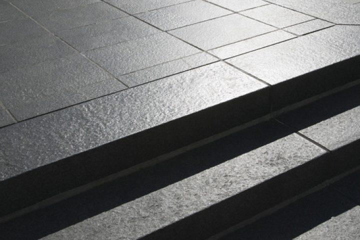 Granit-Terrassenplatten verlegen