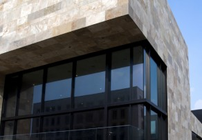 Hinterlüftete Vorhangfassade
