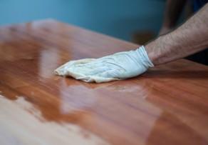 Holz wachsen polieren