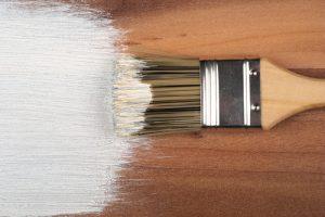 Holz weiß lackieren
