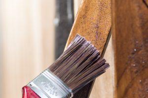 Holzbalken außen lackieren