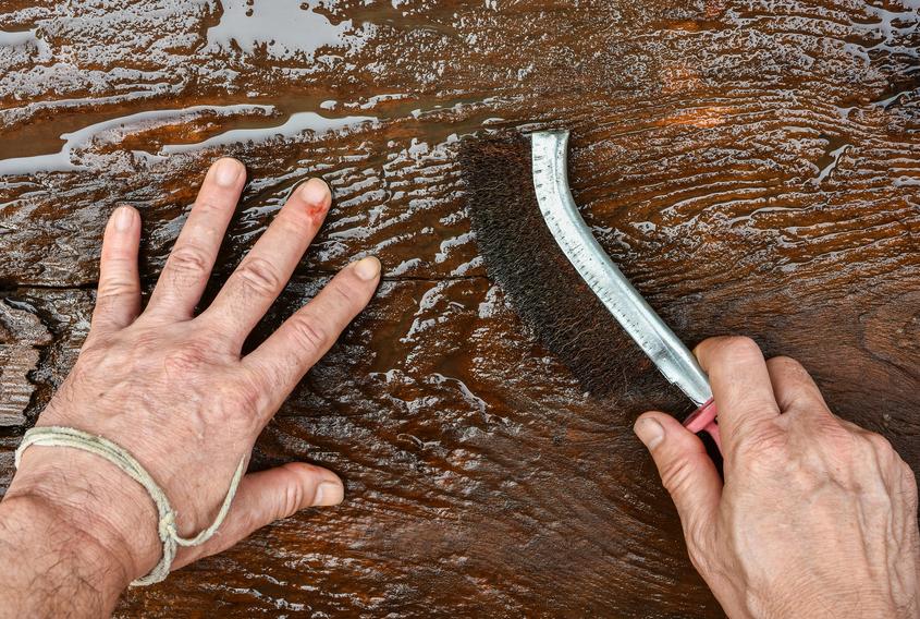Holzbalken Schleifen holzbalken bürsten » warum und wie wird's gemacht?