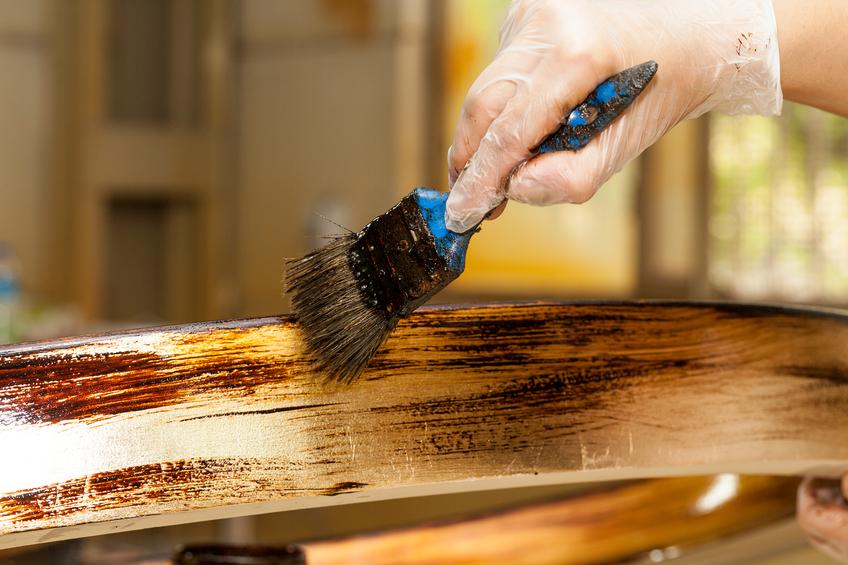 Holzbalken imprägnieren » So gehen Sie am besten vor