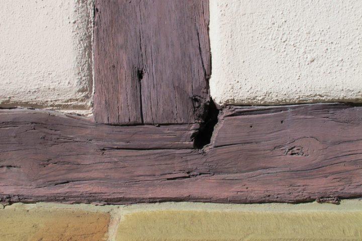 Holzbalken ausbessern