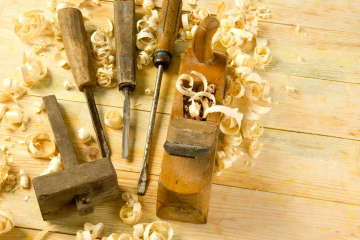 Holzbalken Risse ausbessern