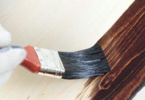Holzbalken innen streichen » Darauf sollten Sie achten