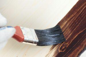 Holzbalken lackieren innen