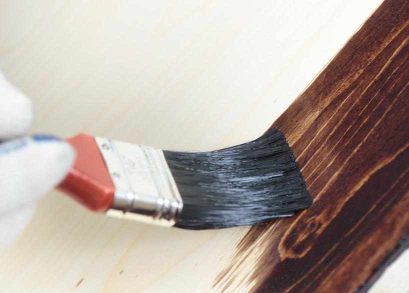 holzbalken innen streichen darauf sollten sie achten. Black Bedroom Furniture Sets. Home Design Ideas