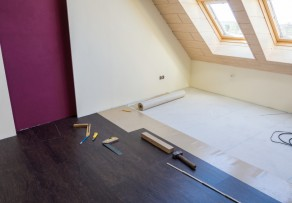 holzboden verlegen anleitung in 4 schritten. Black Bedroom Furniture Sets. Home Design Ideas