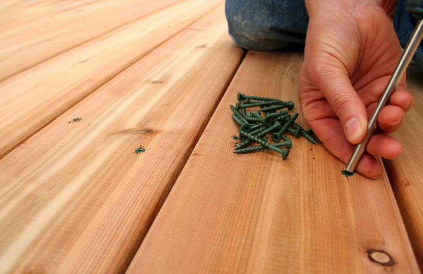 holzdeck bauen anleitung in 3 schritten. Black Bedroom Furniture Sets. Home Design Ideas