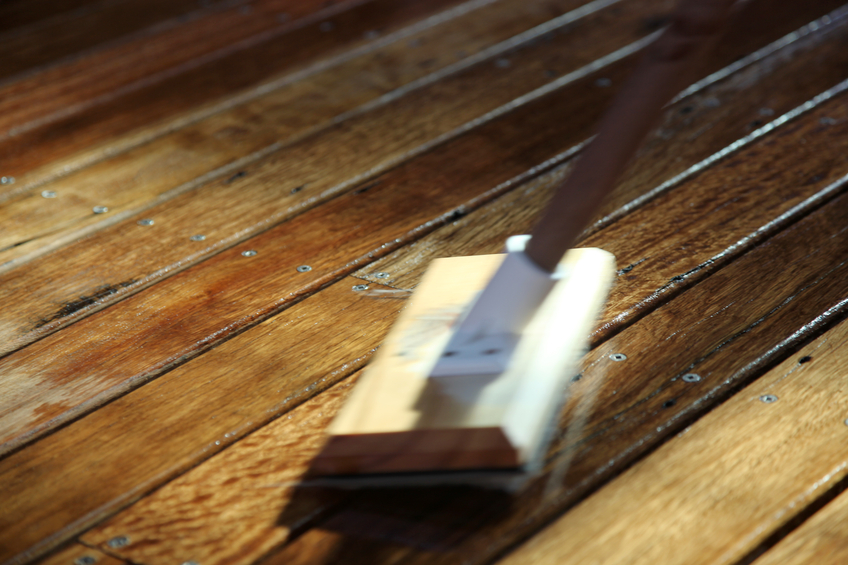 Holzfußboden Behandeln ~ Holzdielen behandeln so schützen sie das holz