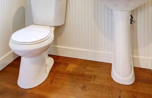 holzdielen im bad das sollten sie unbedingt beachten. Black Bedroom Furniture Sets. Home Design Ideas