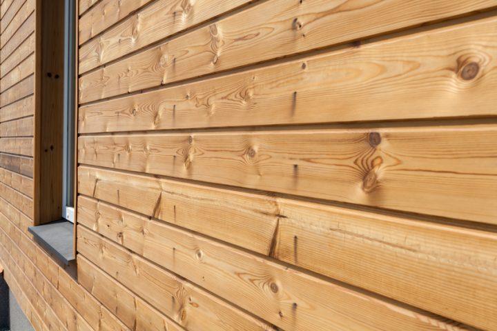 Holzfassade lasieren