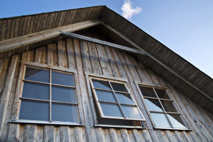Holzfenster lasieren