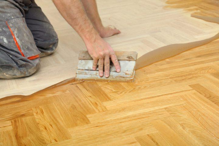 Holzfußboden lackieren