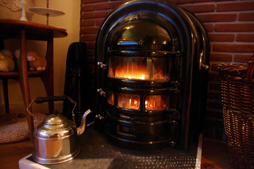 holzheizung in alten geb uden ohne heizungsanlagen. Black Bedroom Furniture Sets. Home Design Ideas