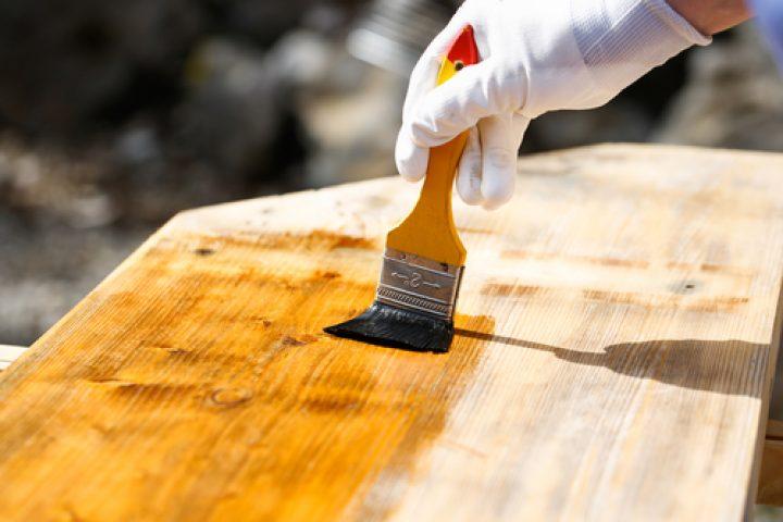 Holzlasur auftragen