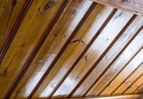 Holzpaneele ohne Schleifen lackieren