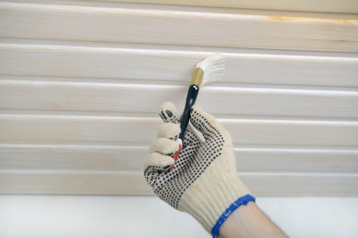 Holzpaneele weiß streichen