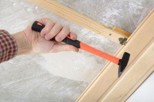 Holzpaneelen montieren