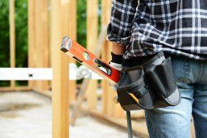 Holzpfosten aufstellen