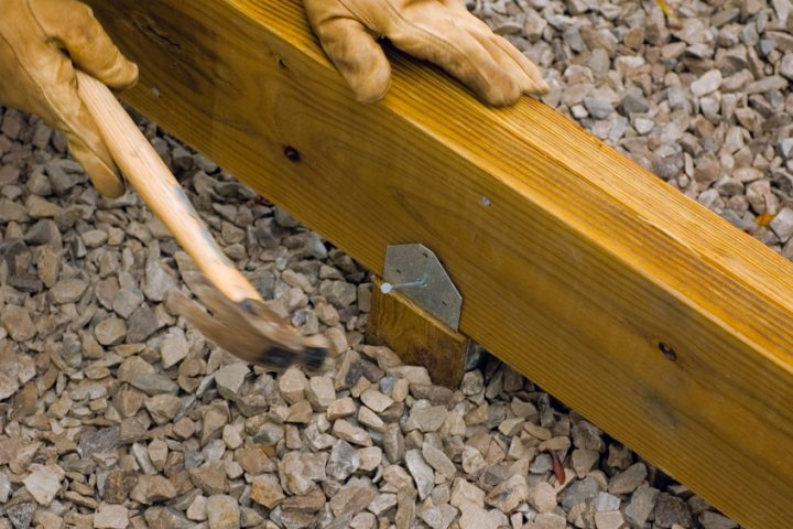 Holzpfosten befestigen