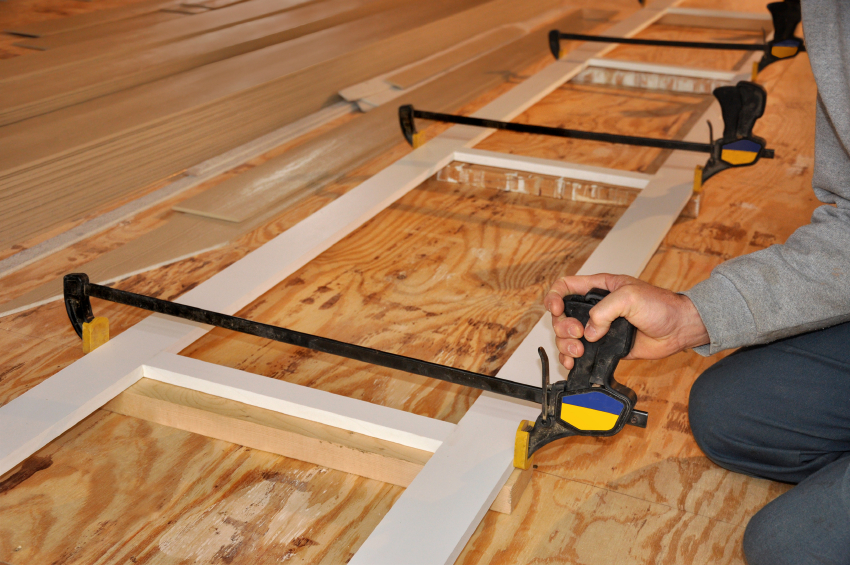 einen holzrahmen bauen anleitung in 4 schritten. Black Bedroom Furniture Sets. Home Design Ideas