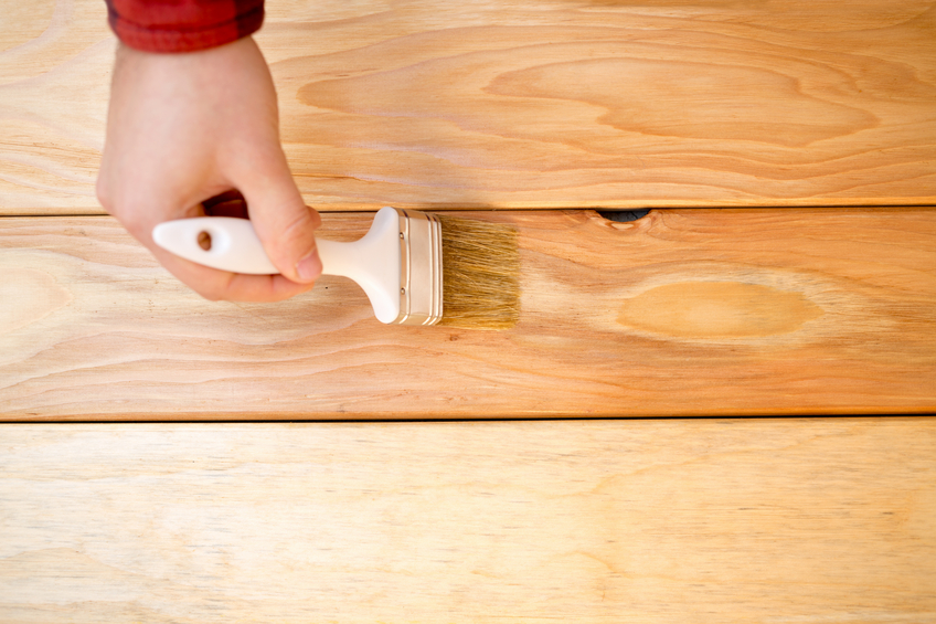 Holztisch beizen » Anleitung in 3 Schritten