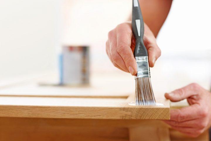 Holztisch weiß streichen