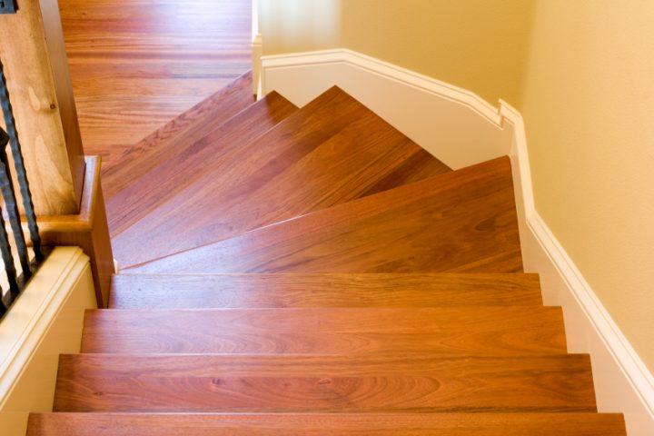 Holztreppe ölen oder lackieren