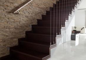 holztreppe abbeizen womit und wie gehen sie vor. Black Bedroom Furniture Sets. Home Design Ideas